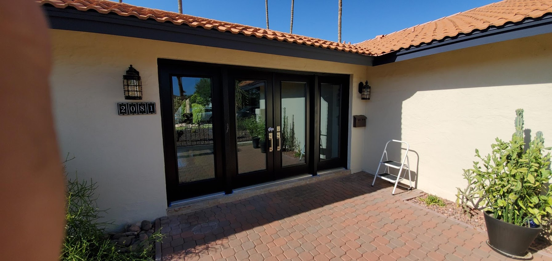 Arizona Window and Door in Scottsdale and Tucson showing front door with large windows