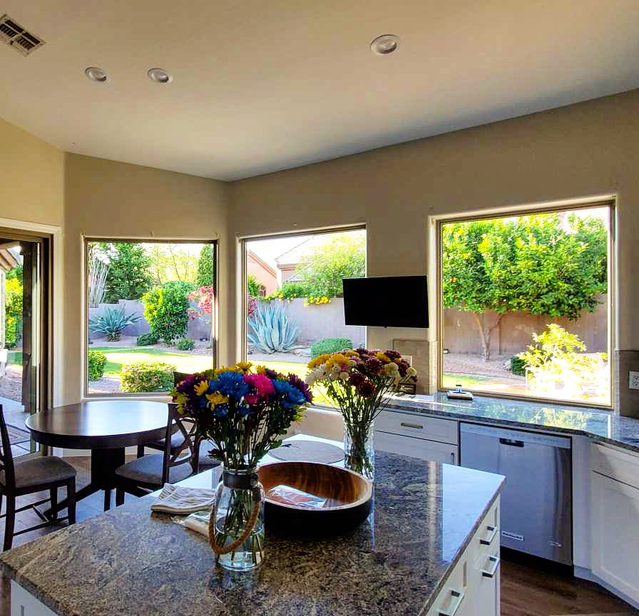 Arizona Window and Door in Scottsdale and Tucson showing large windows in kitchen of home